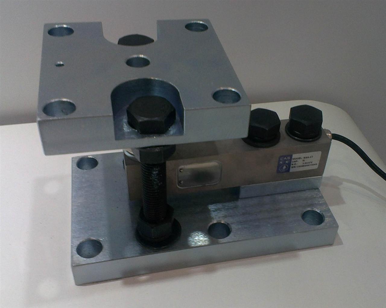 称重模块介绍 称重模块主要应用于仅有垂直力,或者水平力较小的过程计量控制。可以很方便地跟各种容器或器件相连,以达到准确计量的目的。静载模块有三种结构型式,通常是固定式、半浮动式、全浮动式组合在一起使用。一个称重计量单元可以由3个、4个或更多模块组成。 称重模块图片: